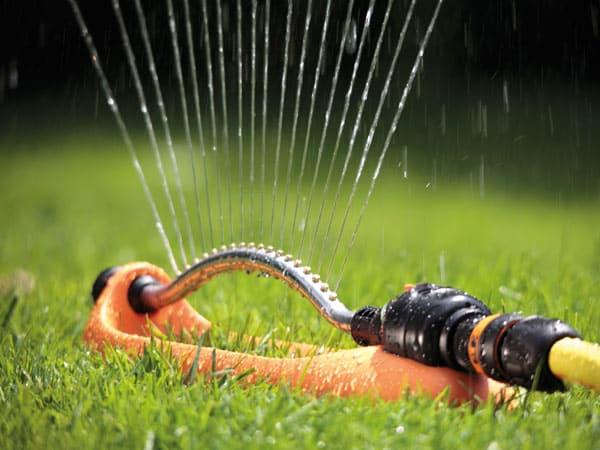 Irroratore-acqua-giardinaggio